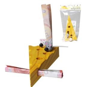 Käsestück aus Holz mit Mäusen für Geldgeschenke